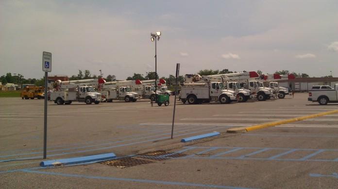 IMAG2845 power companies may 1 Tanya Mikulas Tuscaloosa tornado 2011.jpg